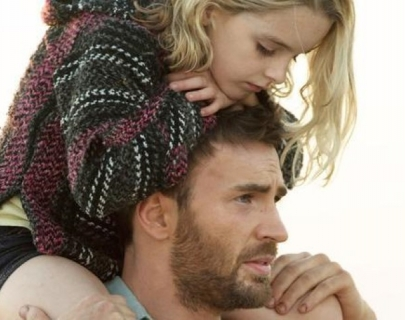 Actress McKenna Grace on actor Chris Evans's shoulders