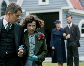 Actors Ethan Hawke and Sally Hawkins linking arms as they exit a church.