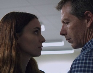 Una (Rooney Mara) confronts Ray (Ben Mendelsohn).