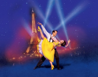 Two dancers in elegant clothes with the Tour Eiffel on the background
