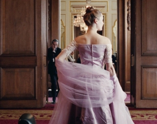 Picture of woman from behind wearing a lilac dress