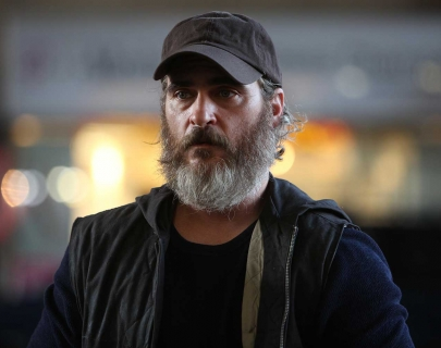 Actor Joaquin Phoenix with a long beard and wearing a cap