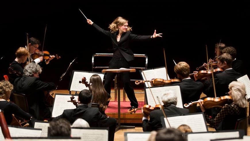 Mirga Gražinytė-Tyla conducts the City of Birmingham Symphony Orchestra
